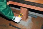 床上木部の含水率を測定